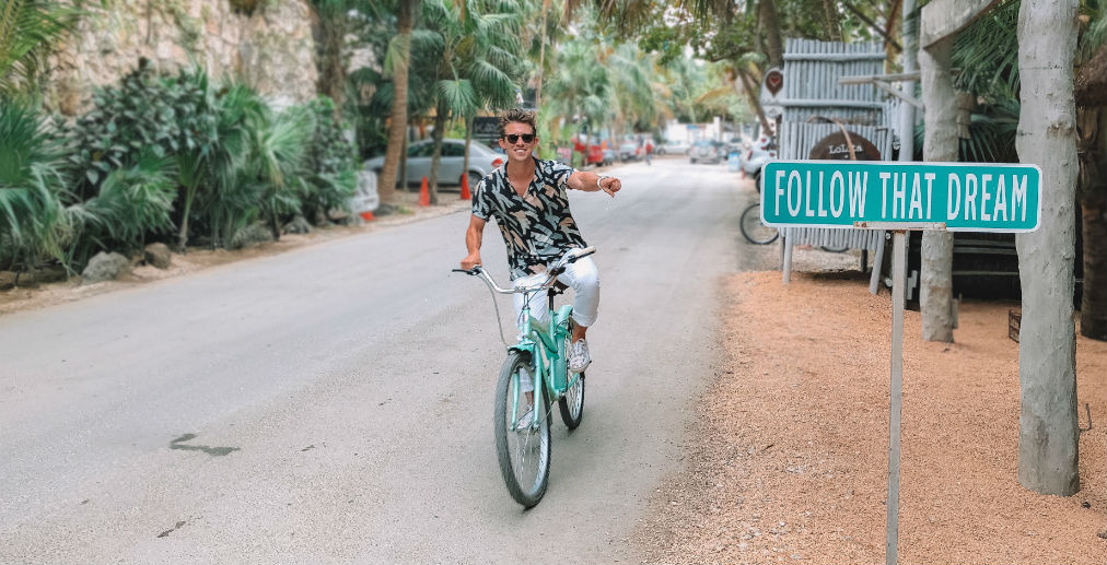 Digital nomad bike sign follow the dream